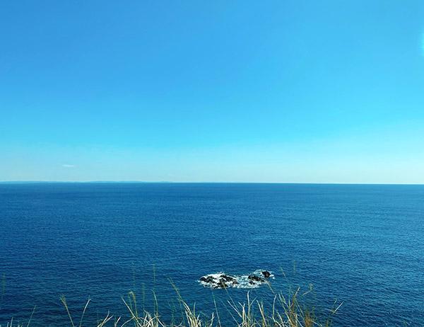 空と海の青色が美しい。