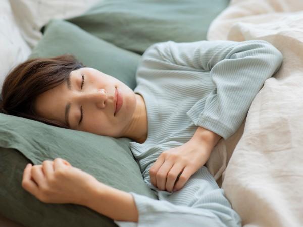 寝るときの腰痛対策にいい! 腰枕とは何?