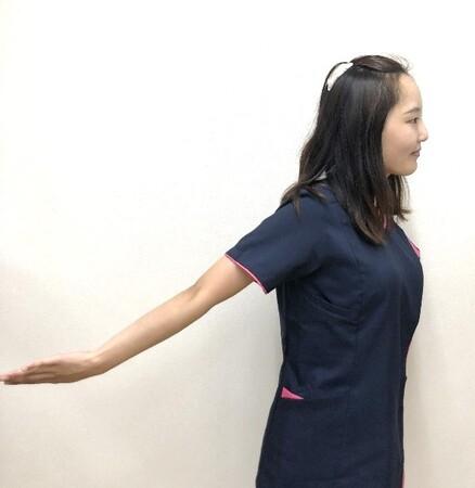 二の腕の内側をほぐすストレッチ