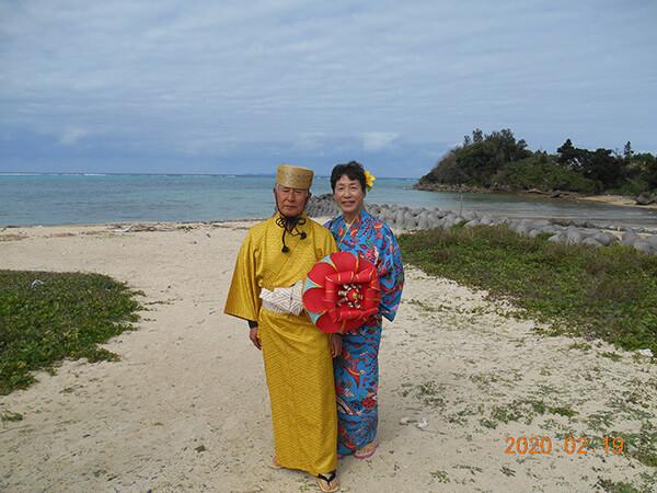 沖縄の伝統的な衣装を着て琉装体験