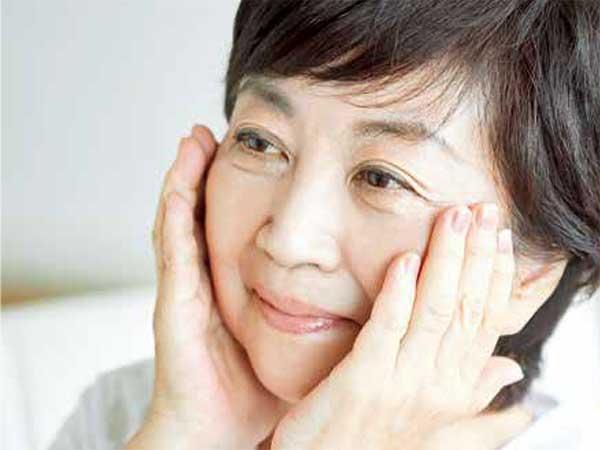 美白化粧水で顔のすみずみまでシミ化をストップ