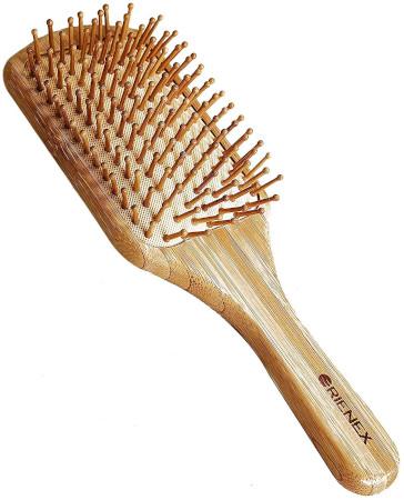 髪の静電気対策アイテム3:天然素材のヘアブラシ