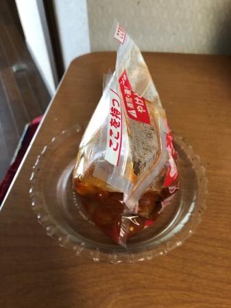 圧力バッグに調味料と切り身を入れて、やさしく混ぜる