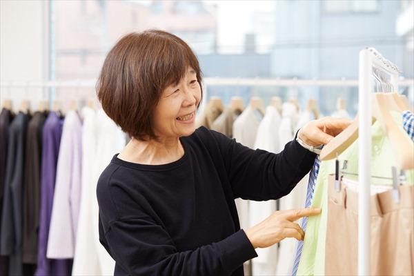 イメチェン撮影用の衣装選び(えがお洋品店)