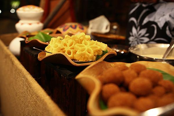 お正月にも食べられる花型のおめでたいお菓子コキス(「カレーリーフ」)