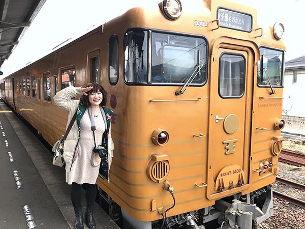 松山行きは2号車「黄金の章」が先頭になる
