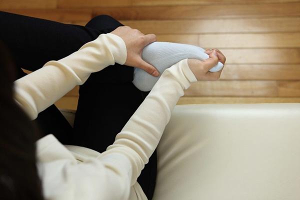 足指ストレッチのポイント:手のひら全体で押す
