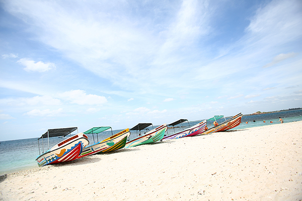 トリンコマリーにある無人島、ピジョンアイランド。浅瀬が広がるビーチがあり人気
