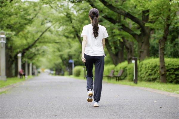 歩き方で美脚に見せる方法