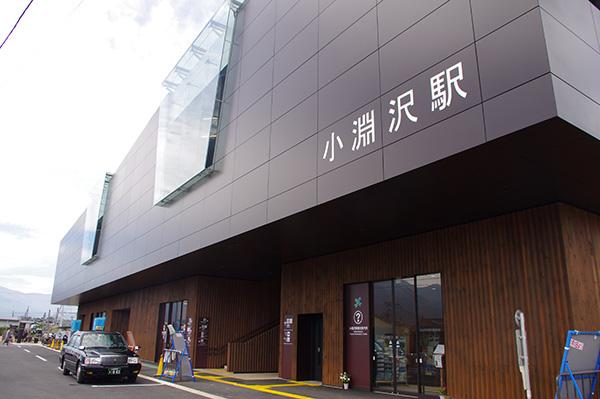 小淵沢駅。屋上は展望台となっており、富士山が見えることもある