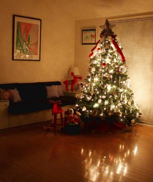 毎年12月1日にツリーを飾ります