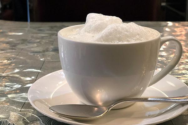 ふわふわのフォームドミルクが見た目も楽しいミルクティー
