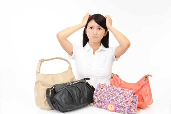 ブランドもののバッグも日本人=お金持ちというイメージで狙われやすくなります。 海外ではノーブランドがいいかも
