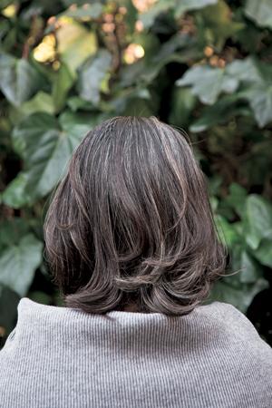 レイヘア実例①後ろから ブローの仕方に注意し毛の流れを整える