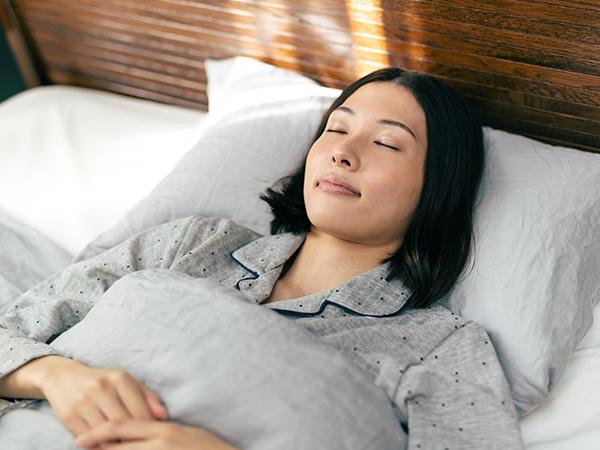 仰向け寝が背骨を伸ばせる寝姿勢