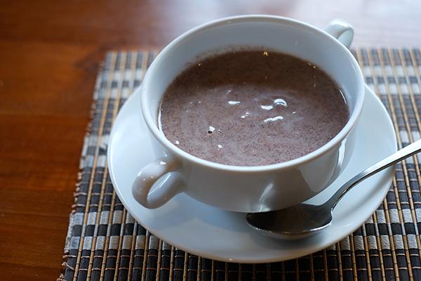 食事はいつも温かいスープから始まる