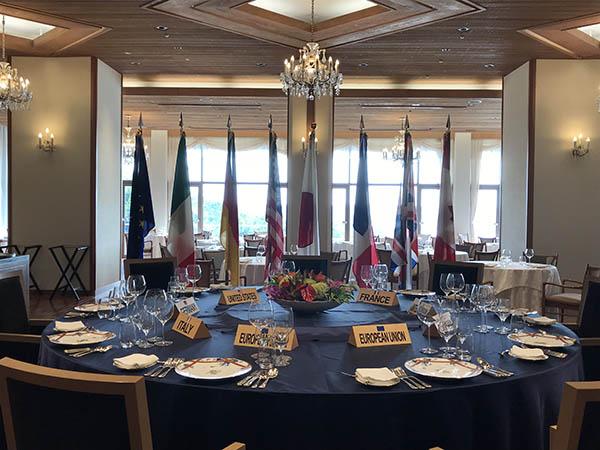実際に各国首脳との会食に使われた円卓