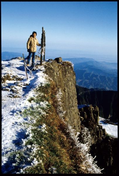 峨眉山に登るさだまさしさん