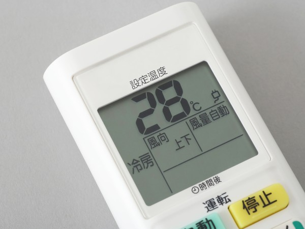 夏場のエアコンの設定温度は何度がいい?