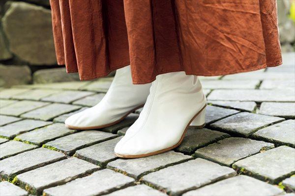 美木ちがやさんの着こなしのコツ:白のブーツ