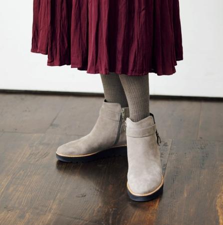 靴とタイツの色を合わせる