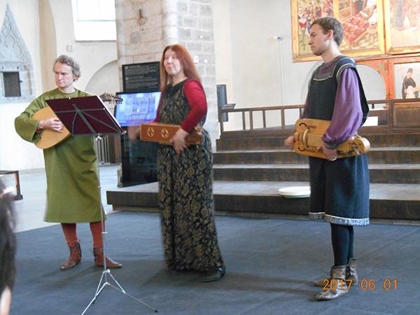 ニグリステ教会の中世の音楽会
