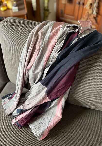 タマキニイメのユニセックスのシャツ