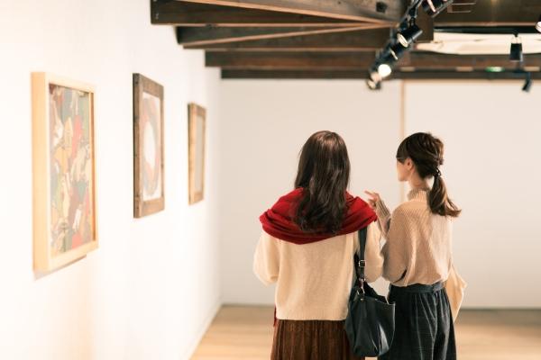 公共美術館で異なる意見の人々の対話をつなぐために