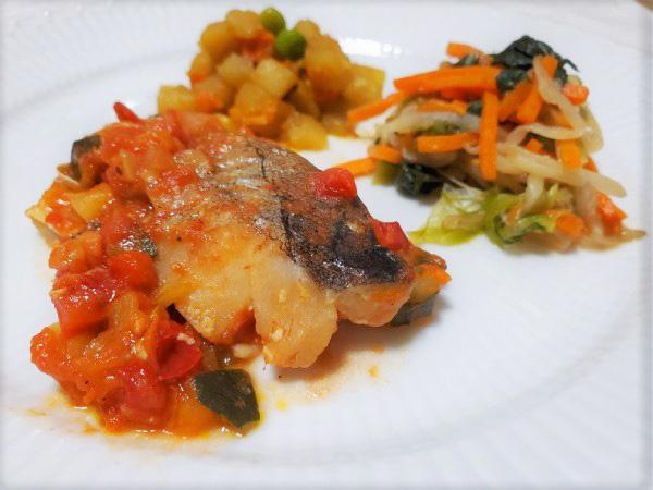 こちらは魚料理の一例。主菜は「たらのラタトゥーユソース」と副菜2種
