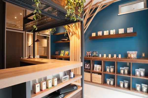 「Natural muscle」三軒茶屋店は、東急田園都市線三軒茶屋駅から徒歩数分の世田谷通り沿いにある