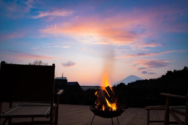 全キャビンから富士山が眺められる。夕闇迫る頃、ますますテンションがアップする