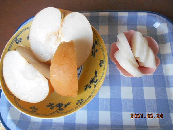 梨を切ってみました、美味!