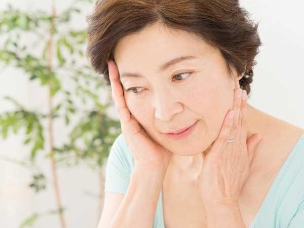 【おでこ・額のしわの原因2】加齢や乾燥・紫外線による肌ダメージ