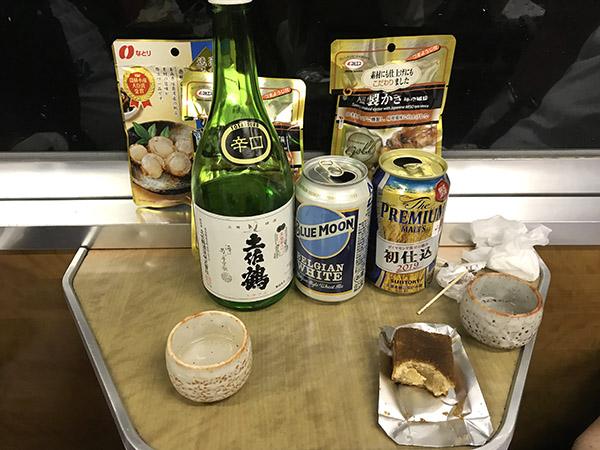 こちらは日本酒、ビールとおつまみ