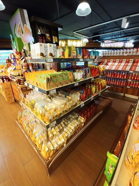 バリ島でお酒を探すならコンビニよりスーパーが種類も豊富で便利です。お土産にしたいものも安く、豊富に揃っています。