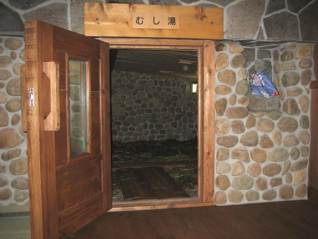 鉄輪温泉:市営温泉の一つ。内湯は保湿効果の高い塩化物泉