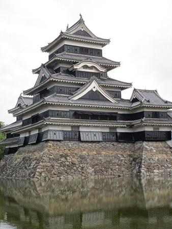 五重六階の天守が現存している日本最古の城「松本城」
