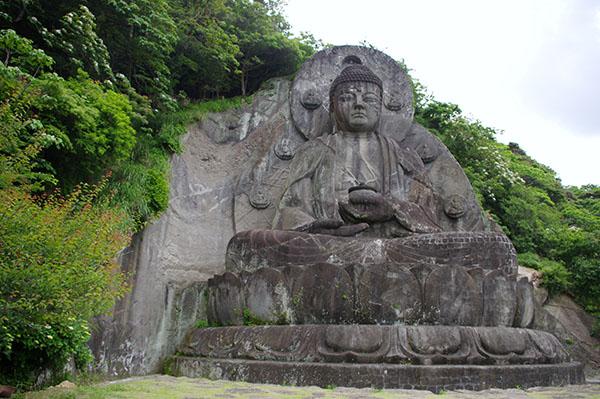 日本寺大仏は坐像の石仏としては日本一の大きさ
