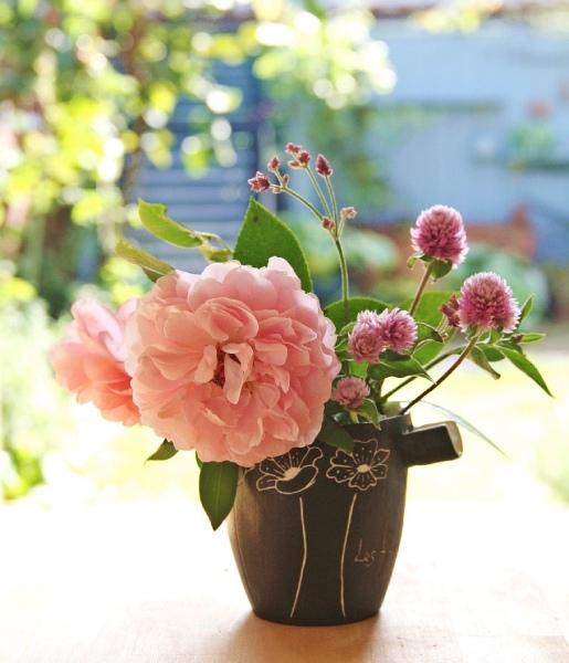 バラの花をモチーフにした器