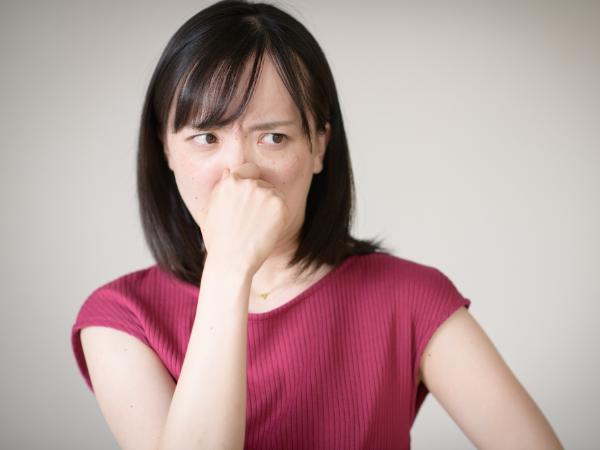 疲労臭ってどんな臭い? 原因と対策は?
