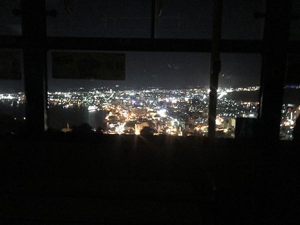 山頂近く、バス車内から見える景色