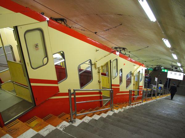 黒部ケーブルカーは日本で唯一の全線地下式ケーブルカー