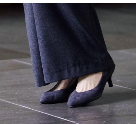 つま先がとがった靴ですっきり