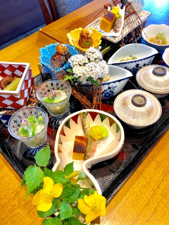 季節をあらわす前菜(写真:門田美由紀)