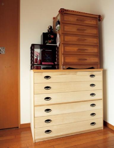 片付けビフォー写真:棚の上に積み重なる棚