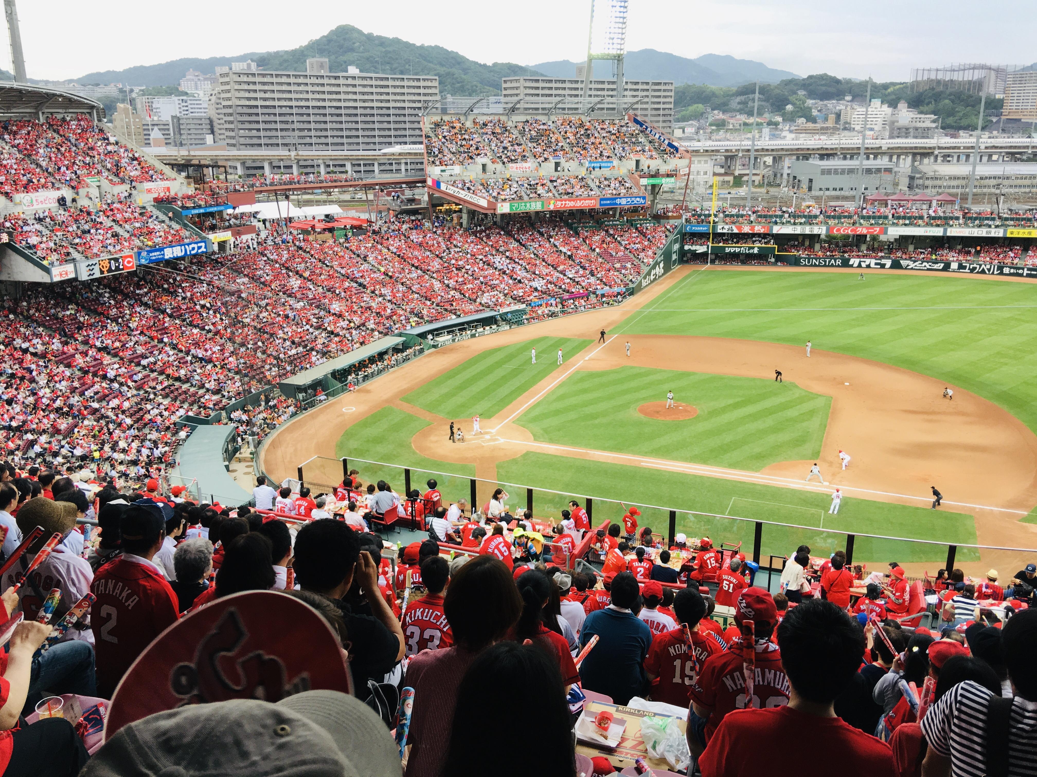 広島カープを応援するファンの様子