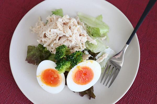 たんぱく質が摂れる鶏むね肉のサラダ