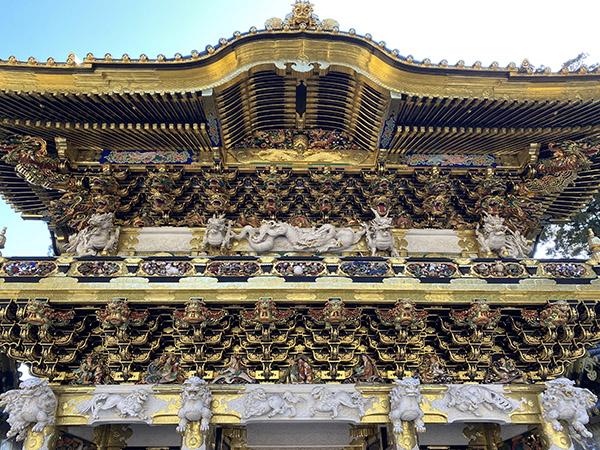 高さ約11m、幅約7mの陽明門