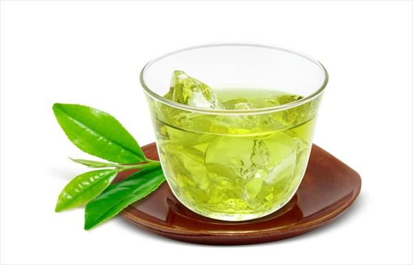 夏は水出し緑茶を飲んで日焼け予防を!
