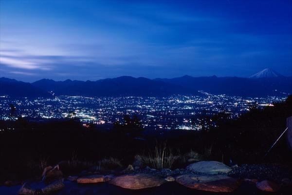 夜景も最高!公式サイトには「星空が天井」とも